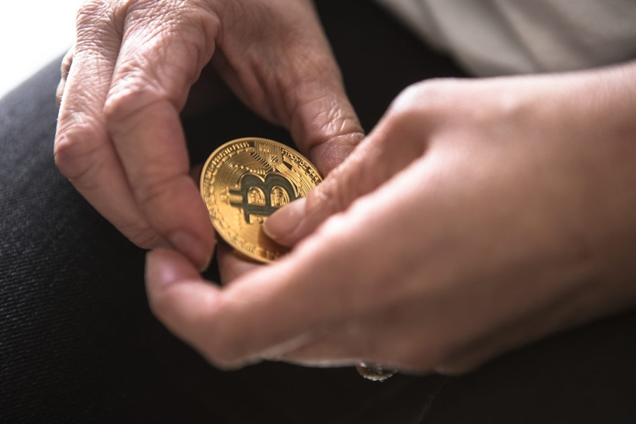 what percentage invest in cryptocurrency